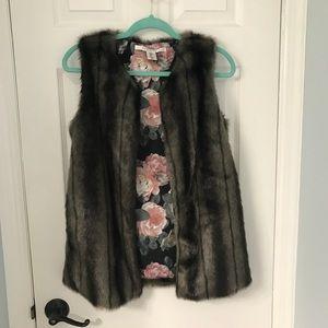 Faux Fur Vest Max Studio NWOT Small